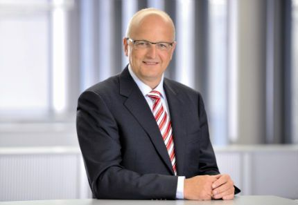 fujitsu_Rolf Schwirz_CEO