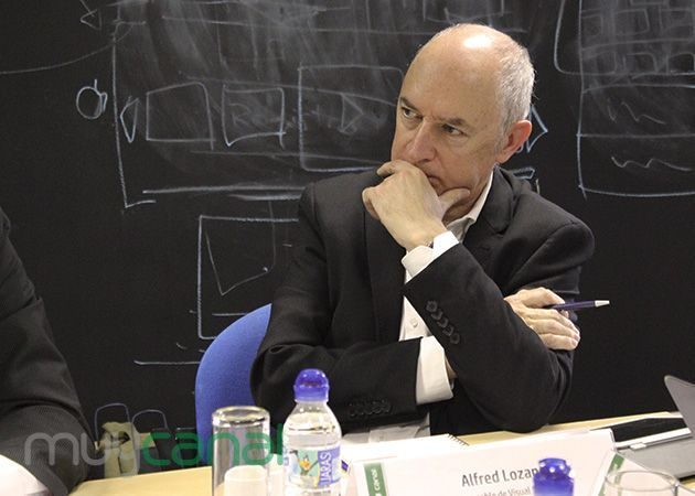 debate_digital_signage_sharp
