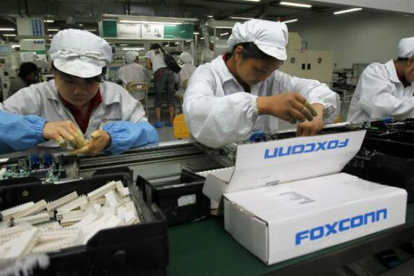 foxconn_foxbots_iphone_6